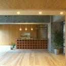 『ハイサイはうす』素材感、質感を生かすマンションリノベの写真 デザイン性の高いオープンキッチン