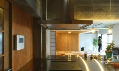 キッチンからの眺め|『ハイサイはうす』素材感、質感を生かすマンションリノベ