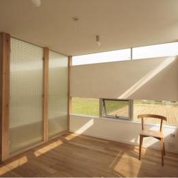 『ノンちゃんのいえ』家族の気配・風景がひとつながりの家 (柔らかな光に包まれる子供部屋)