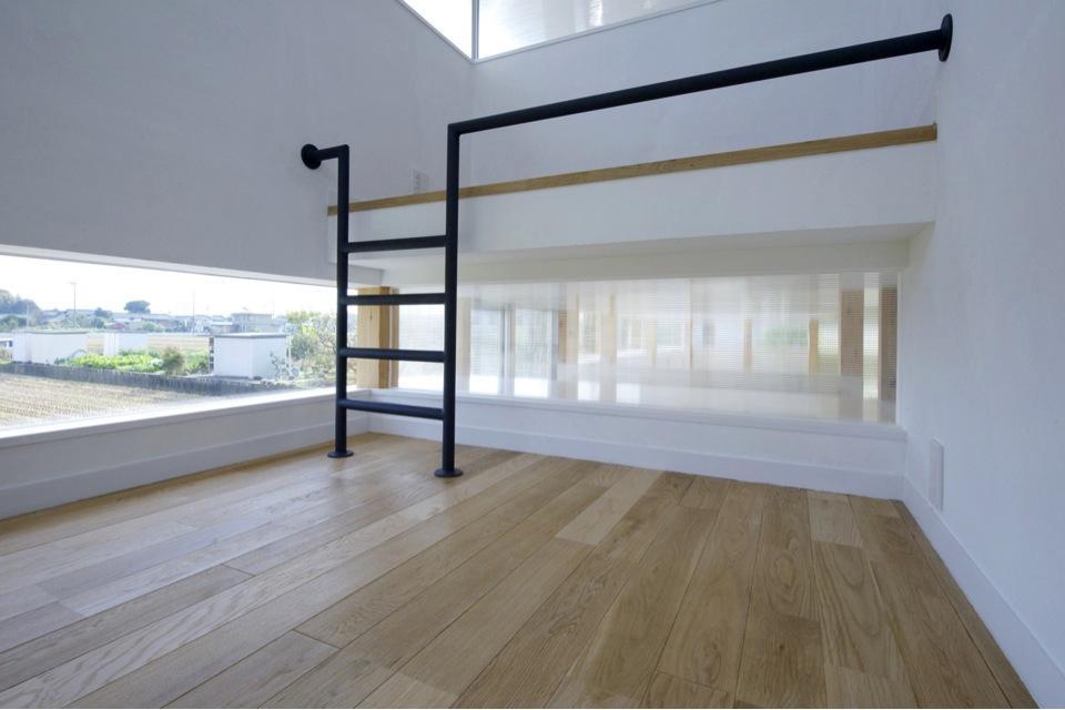 『ノンちゃんのいえ』家族の気配・風景がひとつながりの家の写真 ロフト付きの子供部屋