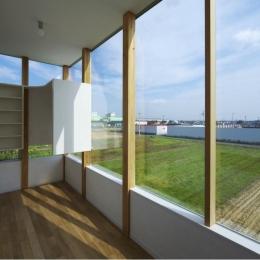 『ノンちゃんのいえ』家族の気配・風景がひとつながりの家 (明るく開放感のある寝室)