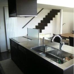 『house @ ck』大人シンプルモダンな住まい (ステンレスのオープンキッチン)