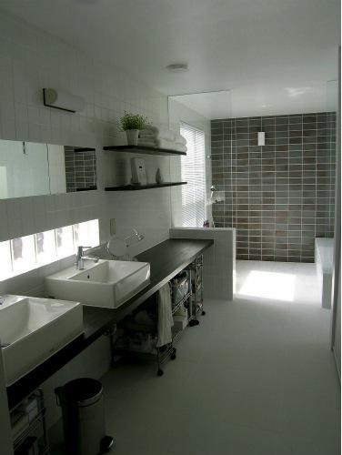 『house @ ck』大人シンプルモダンな住まいの部屋 クールでハイセンスなサニタリールーム