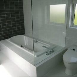『house @ ck』大人シンプルモダンな住まい (浴室・トイレ)