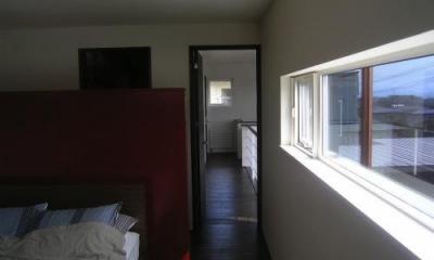 日差しの入るベッドルーム|『house @ ck』大人シンプルモダンな住まい