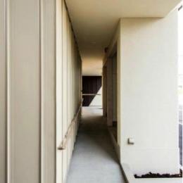 『house @ tk』家族の絆を深めるモビリティハウス (玄関スロープ)