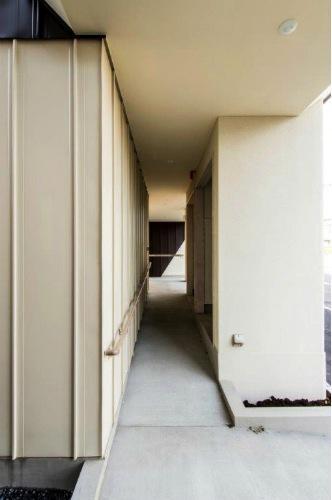 『house @ tk』家族の絆を深めるモビリティハウスの部屋 玄関スロープ