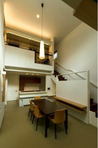 『house @ tk』家族の絆を深めるモビリティハウスの部屋 吹き抜けの大空間LDK