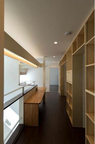 『house @ tk』家族の絆を深めるモビリティハウスの部屋 2階ホール-ワークスペース