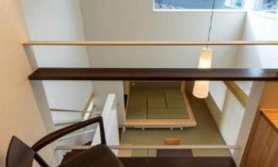 2階ホールよりLDKを見下ろす|『house @ tk』家族の絆を深めるモビリティハウス
