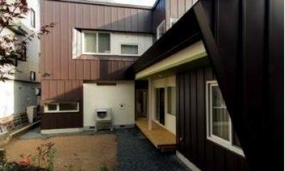 『house @ tk』家族の絆を深めるモビリティハウス (外観・庭)