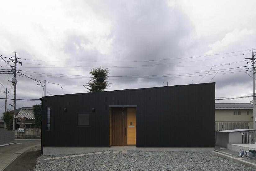 高崎T邸・正直素材仕上げの家の部屋 シンプルな平屋外観