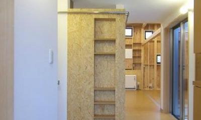 玄関-正面壁はOSB+ニッチ棚|高崎T邸・正直素材仕上げの家