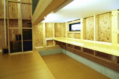 下側に設置した子供室ロフト (高崎T邸・正直素材仕上げの家)