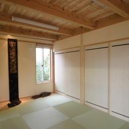 『須田の家』雄大なロケーションに建つアトリエ付き平屋住宅 (木の温かみを感じる和室)