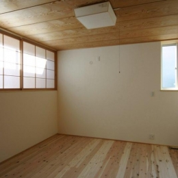 『木戸石の家』自然素材に囲まれた優しい住まい (和テイストのシンプルな寝室)