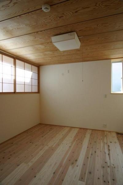 和テイストのシンプルな寝室 (『木戸石の家』自然素材に囲まれた優しい住まい)