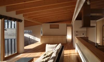 光溢れる子世帯LDK|『マロニエ通りの家』家族を心地よく、緩やかにつなぐ二世帯住宅