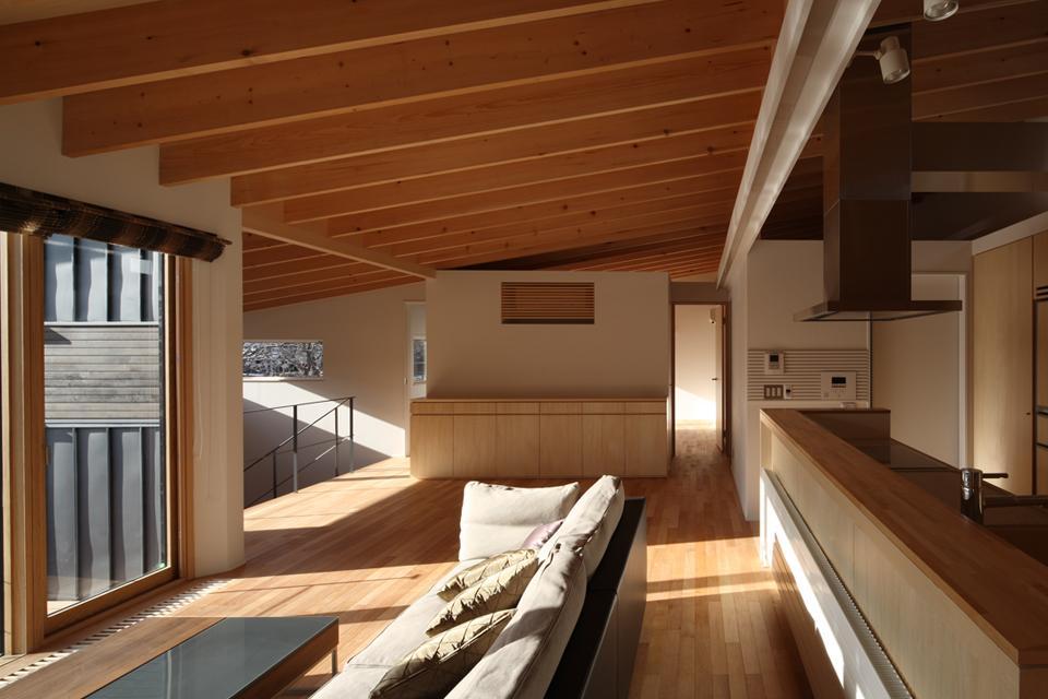 『マロニエ通りの家』家族を心地よく、緩やかにつなぐ二世帯住宅の部屋 光溢れる子世帯LDK