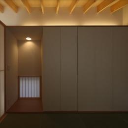 『マロニエ通りの家』家族を心地よく、緩やかにつなぐ二世帯住宅 (和室)