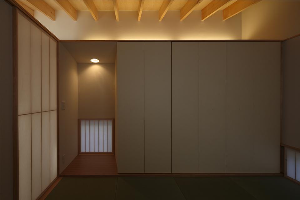 『マロニエ通りの家』家族を心地よく、緩やかにつなぐ二世帯住宅の部屋 和室