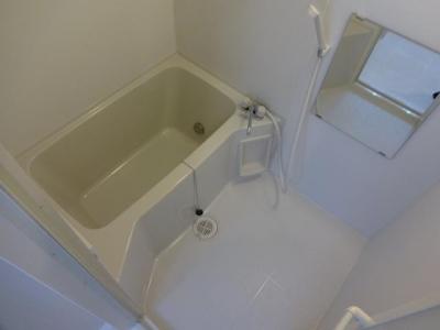 『エステートピア幸』古びた2Dkを1LDKに大胆チェンジ (シンプルな浴室)