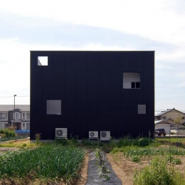 『TO-house』ジャケットを羽織った家 (キューブ型の外観-4)