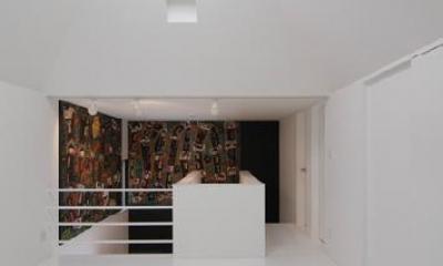 トップライトのある2階ホール|『TO-house』ジャケットを羽織った家