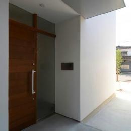 『YM-house』光と風を採り込む方流れ屋根の家 (玄関ポーチ)