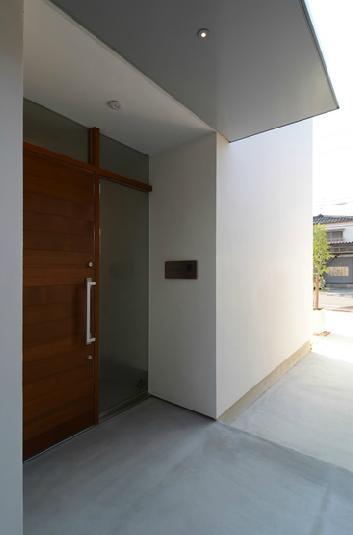 『YM-house』光と風を採り込む方流れ屋根の家の部屋 玄関ポーチ