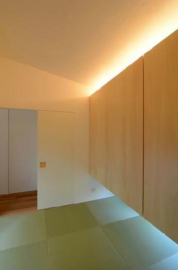 『YM-house』光と風を採り込む方流れ屋根の家の部屋 ゲストルームを兼ねた和室