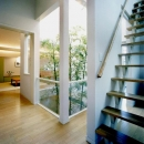 『世田谷S邸』鮮やかな竹のアプローチを持つ家