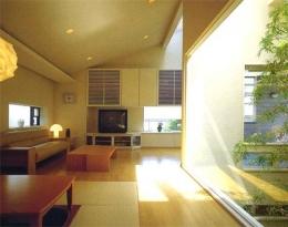『世田谷S邸』鮮やかな竹のアプローチを持つ家 (光溢れる温かなリビング)