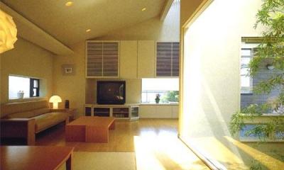 光溢れる温かなリビング|『世田谷S邸』鮮やかな竹のアプローチを持つ家
