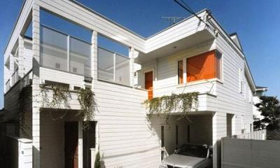 温かみのある白い外観|『大田区K邸』中庭でつながる二世帯コートハウス