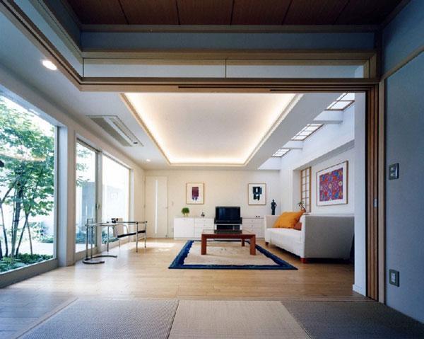 『大田区K邸』中庭でつながる二世帯コートハウスの部屋 中庭に面した1階リビング