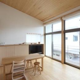 『AR-house』敷地段差を活かした2世帯住宅 (ソフトナチュラルなダイニング)
