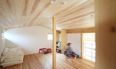 『AR-house』敷地段差を活かした2世帯住宅 (ナチュラルな子供部屋)