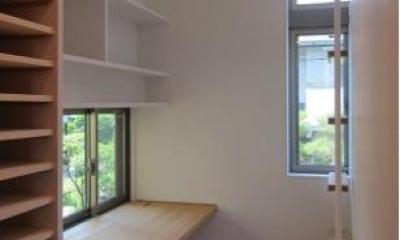 『AR-house』敷地段差を活かした2世帯住宅 (明るいワークスペース)