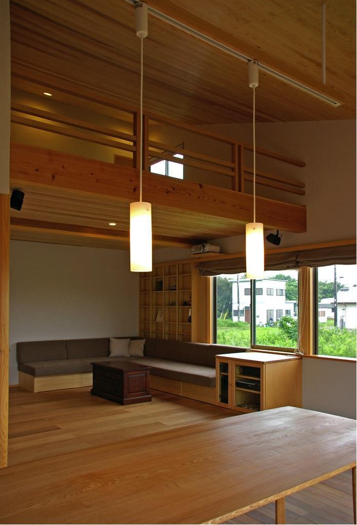 『OH-house』スキップフロアの海の家の部屋 吹き抜けのダイニング
