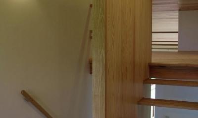 木製のスケルトン階段|『OH-house』スキップフロアの海の家