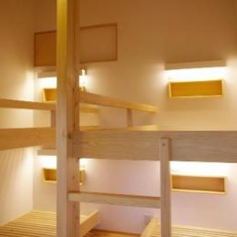 『OH-house』スキップフロアの海の家 (すのこベッドフレームの寝室)