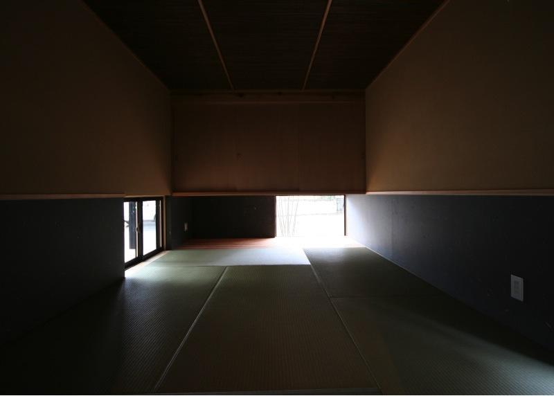 『すぎのいえ』生活を楽しむ工夫・遊び心をつめこんだ住まいの部屋 和モダンな和室-落ち着いた空間