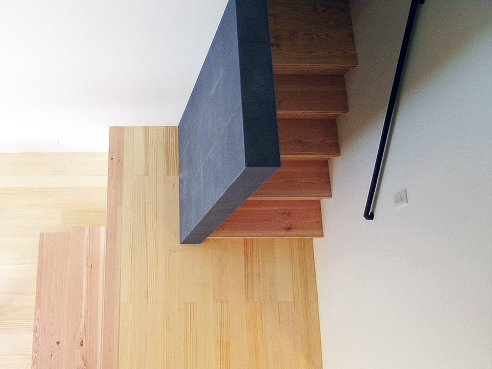 『楽しむ家』ホームシアター・サウナ・ブランコのある家の部屋 階段室