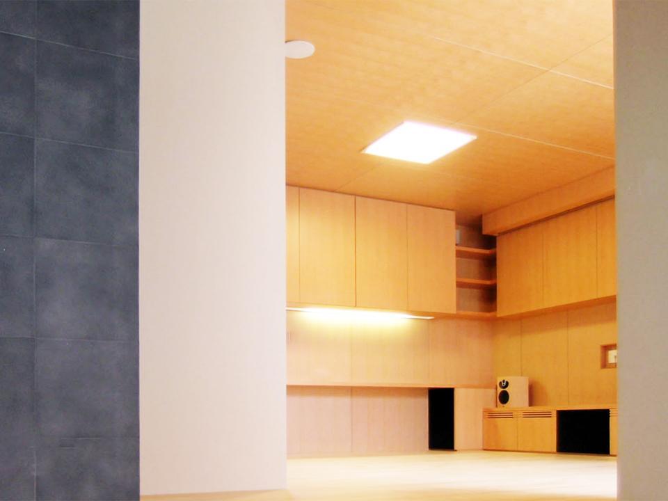 『楽しむ家』ホームシアター・サウナ・ブランコのある家の部屋 リビングシアター-2