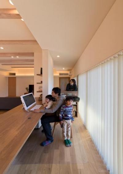 多機能な趣味室 (『菰野の民家再生』開放感・一体感のある住まい)