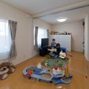 『菰野の民家再生』開放感・一体感のある住まいの写真 将来2部屋に分けられる子供部屋
