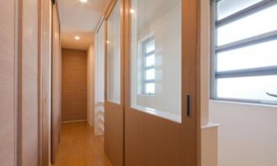 明るい2階廊下|『菰野の民家再生』開放感・一体感のある住まい