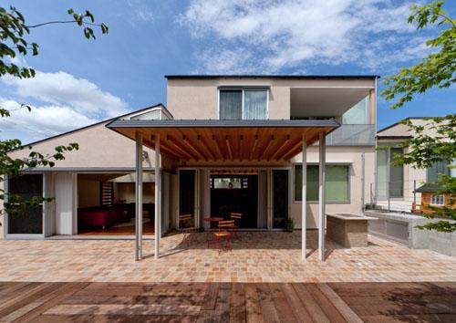 才本 清継「『名古屋のコートハウス』バーベキューテラスのある家」