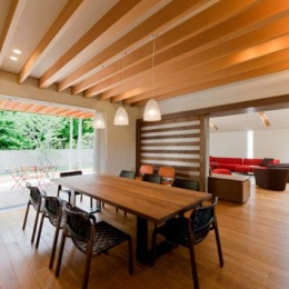 『名古屋のコートハウス』バーベキューテラスのある家-木目美しいナチュラルモダンなLDK
